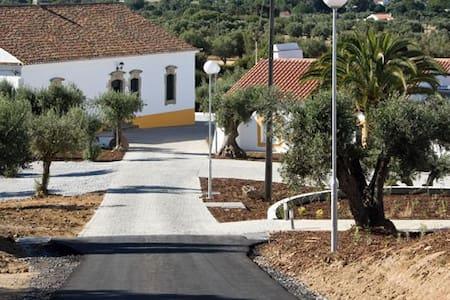 Quinta dos Bastos - Evora - Bed & Breakfast