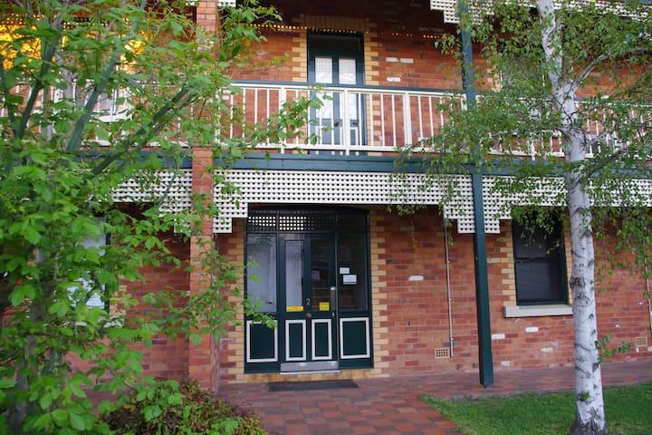 Mid City Apartment- Central Albury