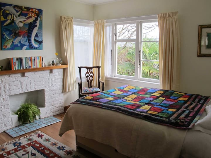 5 mins from town! The Quilt Room