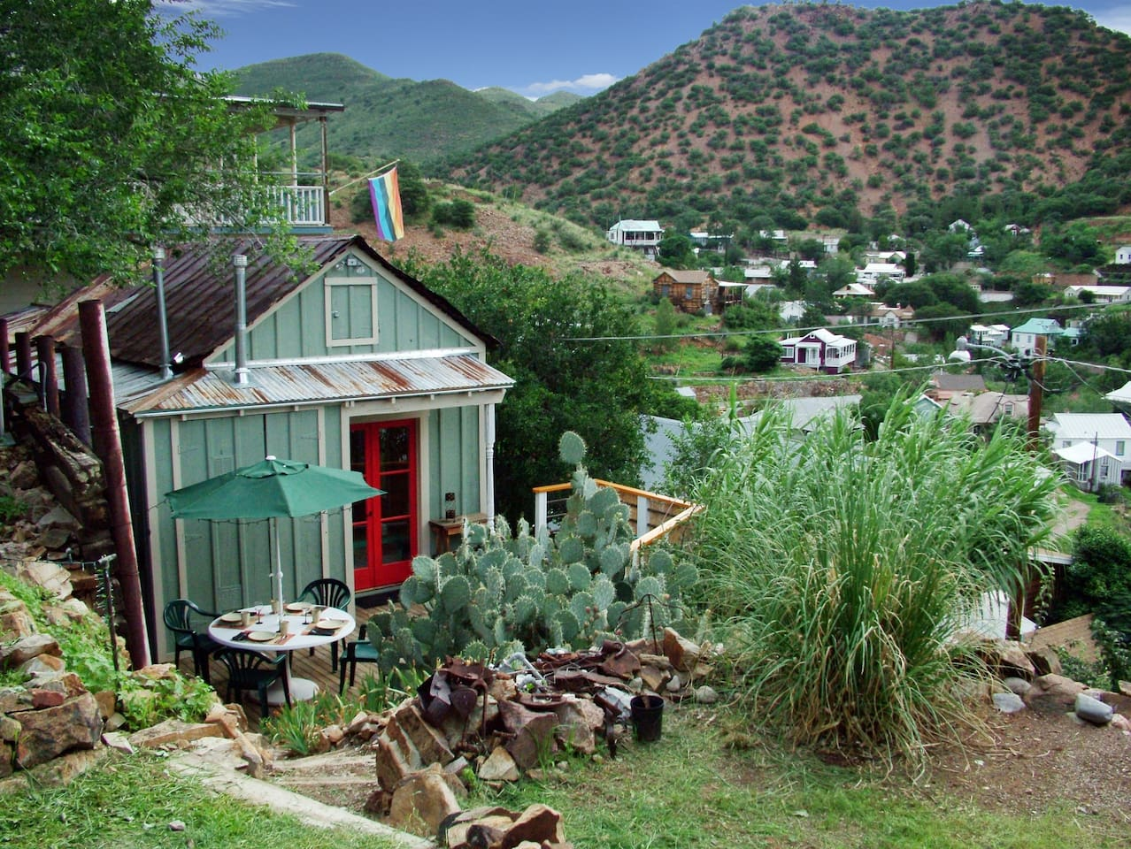 Doublejack Guesthouse, a restored miner's cabin