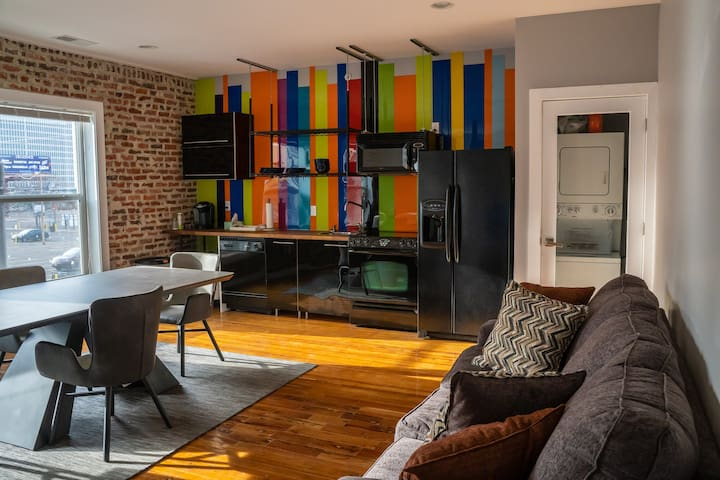 The Perfect Stay! Downtown Loft | Walk Everywhere