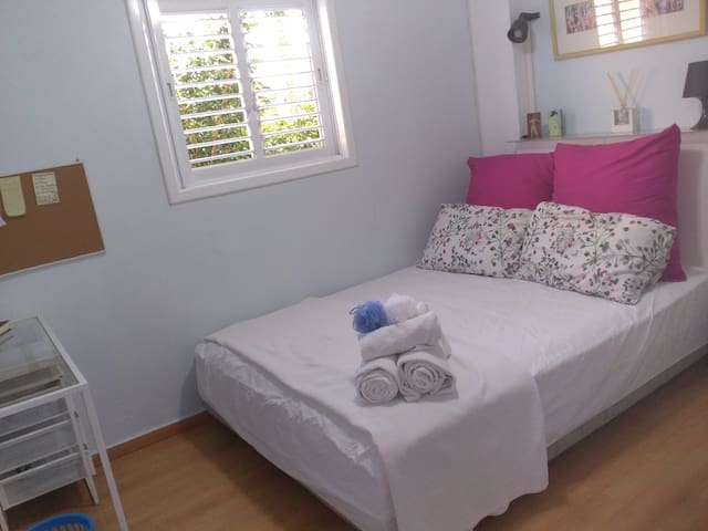 Tranquil blue bedroom near beach, university, city