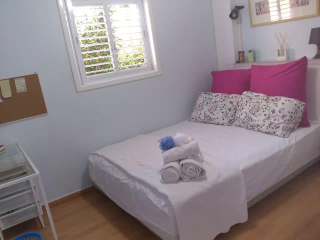 Tranquil blue bedroom near beach, university, city