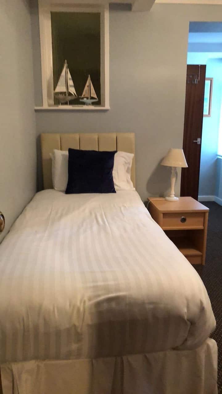 Gable End Hotel - Standard Single Room