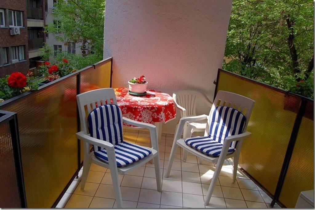 Balcony (smooking area)