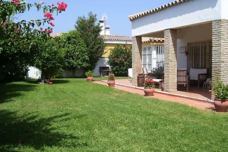 Ruhiges Ferienhaus in ländlicher Umgebung - Conil de la Frontera - Dom