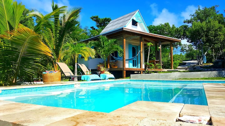 Waterfront & Pool, Tamarind Treehouse Cottage