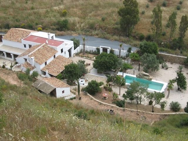 LOVELY ANDALUSIAN FARMHOUSE MALAGA - Málaga - House