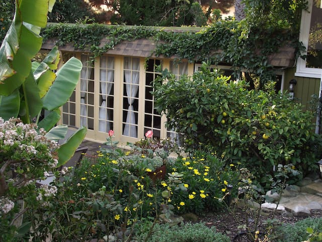 Chez Jardin ---------------------30 night minimum