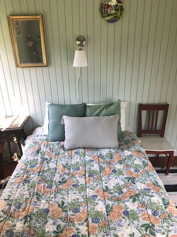 Säng 120 cm sovrum nr 1