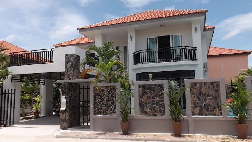 Jomtien Pool Villa 5 bedrooms - Bang Lamung - Casa