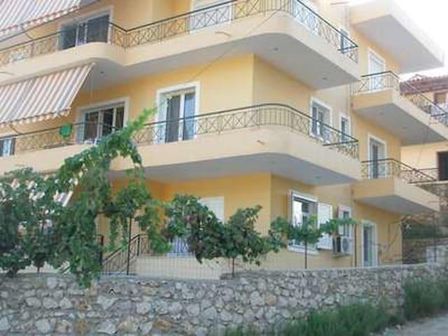 Thekli house : Apt 4 bedrooms - Himarë - Apartment