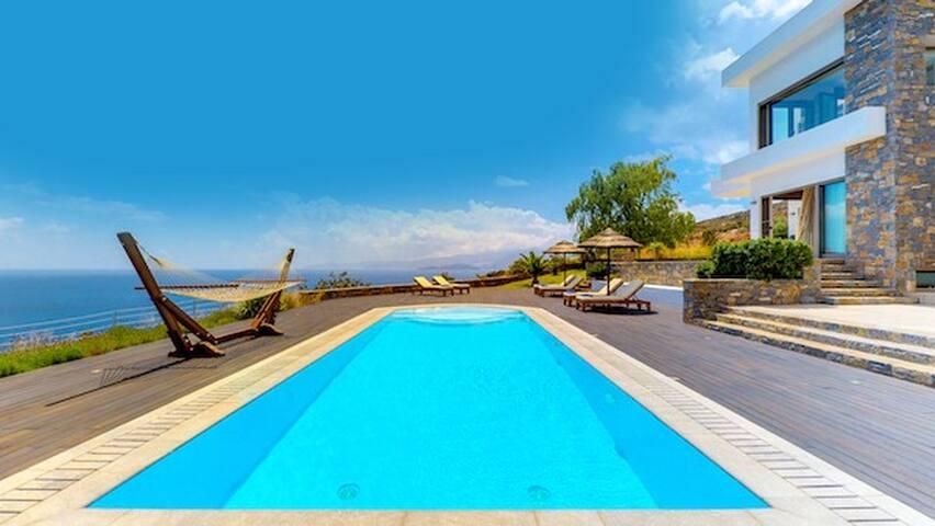 Villa with breathtaking views in Crete ✔️