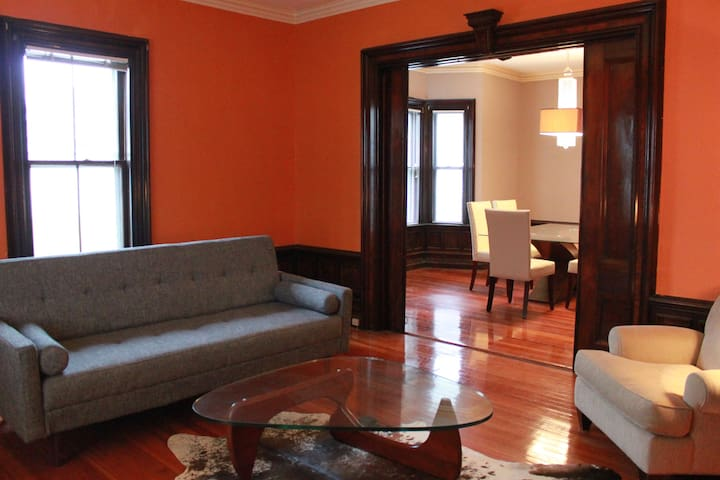 Historic charm with easy public transit - Somerville - Apartament