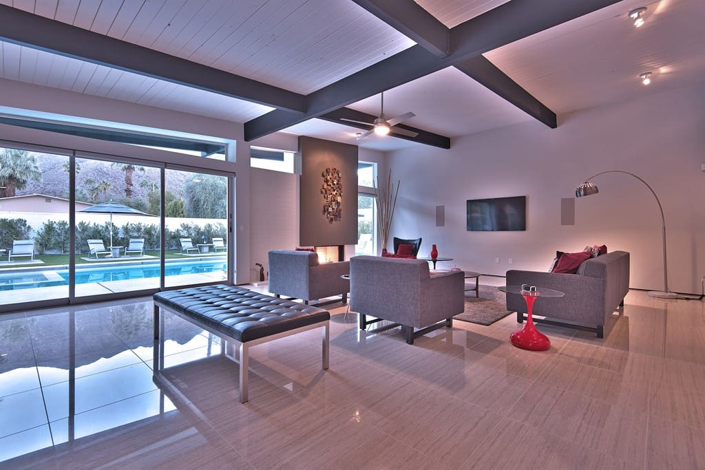 LIVING ROOM DUSK - CASA LA VISTA - PALM SPRINGS VACATION RENTAL POOL HOME