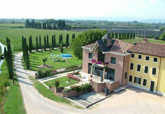 Agriturismo BB Mambrotta - San Martino Buon Albergo