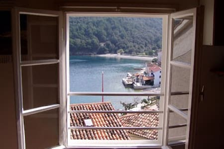 Apartment for 4 in Valun, Cres (HR) - 茨雷斯(Cres)