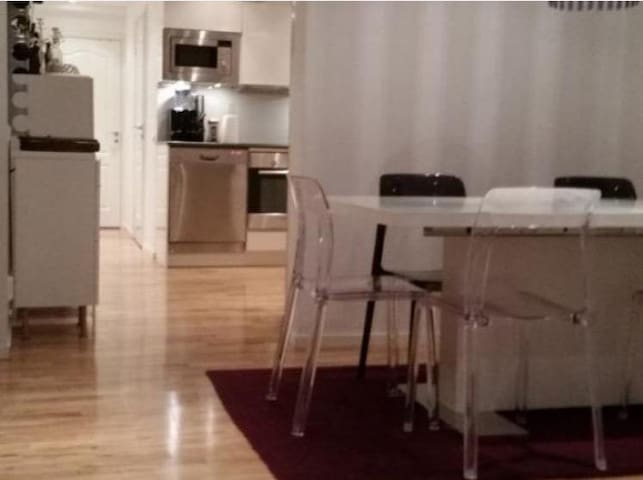 Nice apartment near Mall of Scand. and Sthlm city.