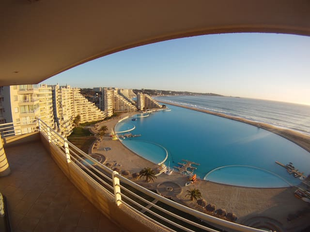 THE BIGGEST POOL IN THE WORLD.CHILE - Algarrobo - Pis