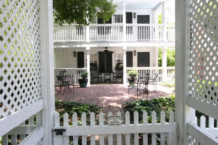 Historic Beaufort Carriage House (Sweetgrass)