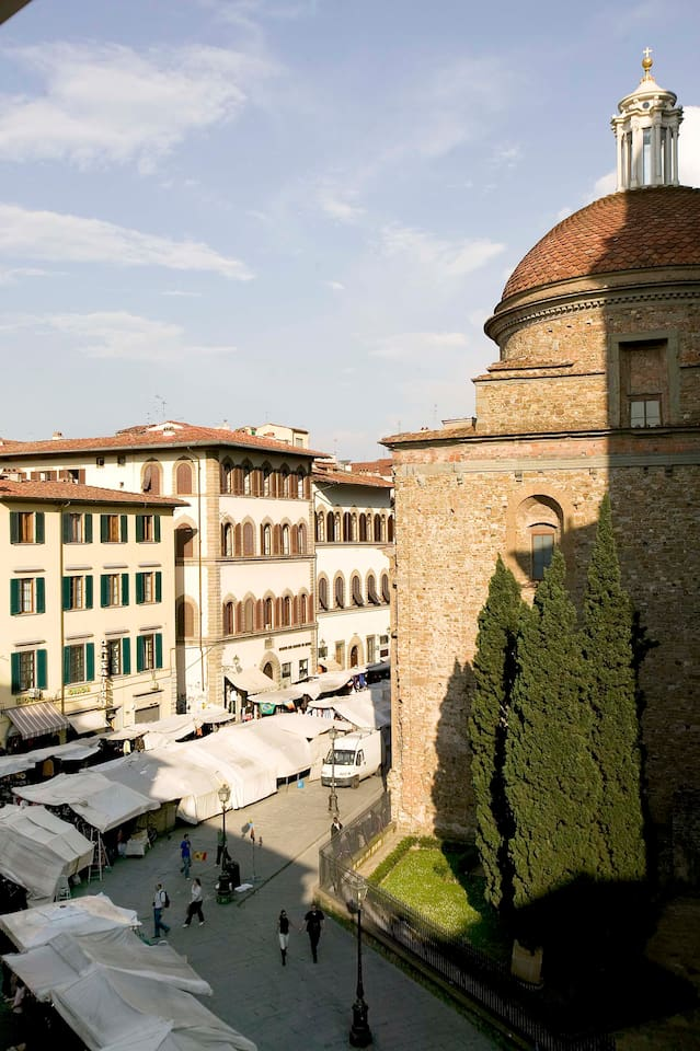 The lovely view from Giotto windows: the San Lorenzo church and the Tourist Market