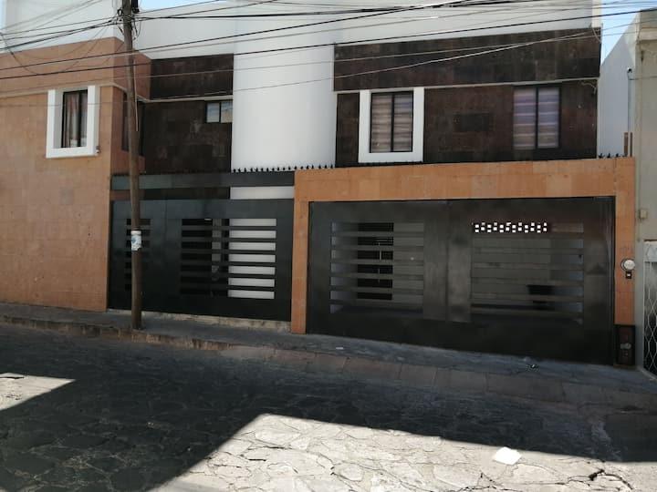 Casa familiar con ubicación y  vista perfecta