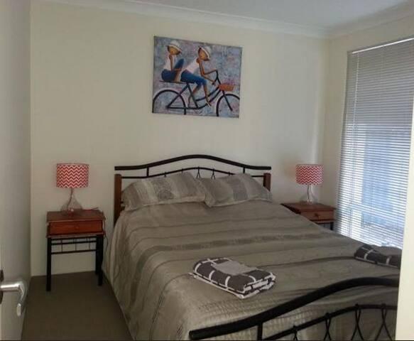 Bed Room 1 (Queen bed)