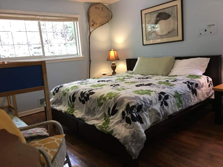 Woodsy, totally Private 2BR apt in Decatur duplex