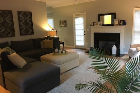 Private floor in quiet neighborhood - Greenville