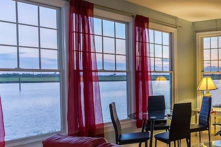 Luxurious Waterfront Modern Style Home! sleeps 16! - 大西洋城