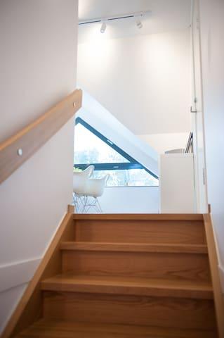 Välkommen upp till lägenheten vid havet i Lomma!