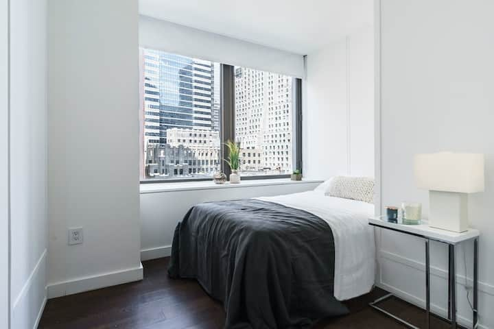 Alohause | Wall St | Majestic Room + Financial Dt