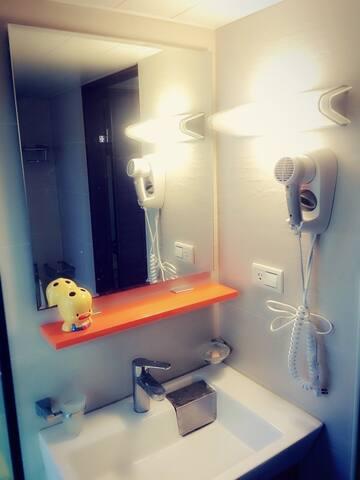 nice n clean bathroom