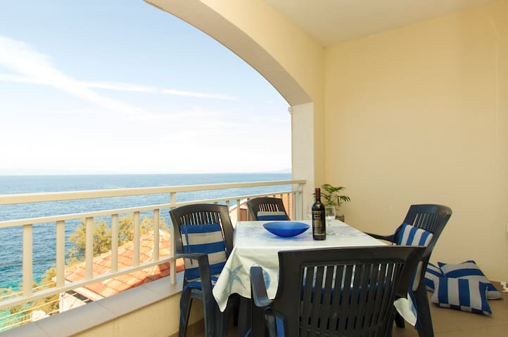 "Fabolous apartment 30 meters from beach, ""Mirela"""