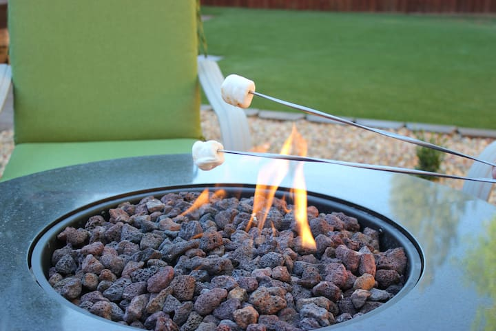 Cozy-Clean Home★Jacuzzi★Fire Pit★Foosball★5 Stars!