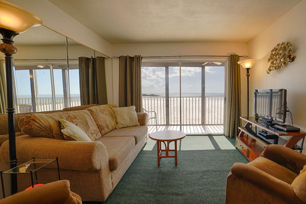 Awesome living room view of your private beach and Gulf waters edge. Sofa sleeper!