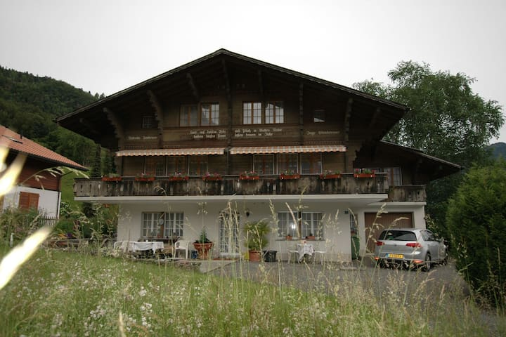 Pristine home in a charming village, large grassy sunbathing area, view of the Mönch and Jungfrau!