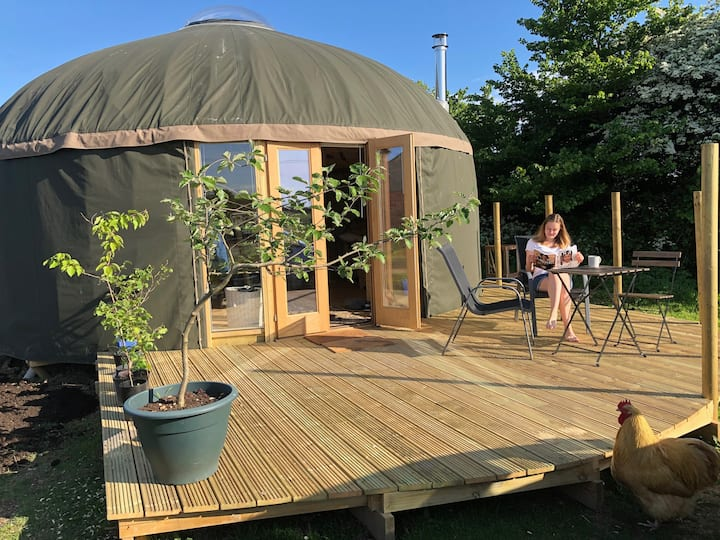 Luxury yurt in peaceful setting close to Cowes