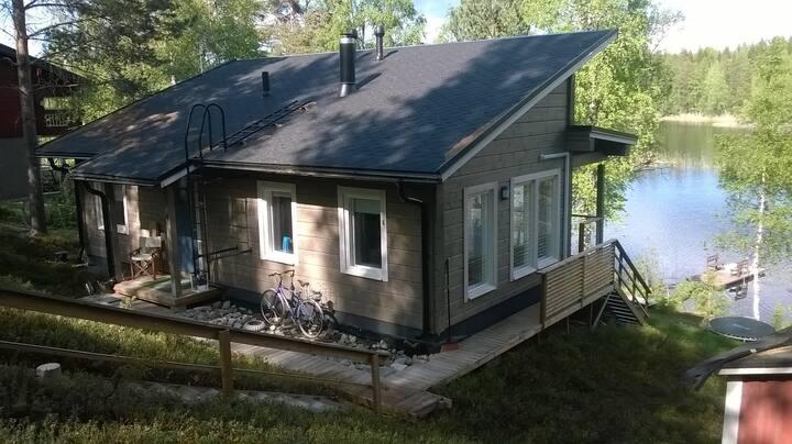 Loma-asunto Saimaan rannalla