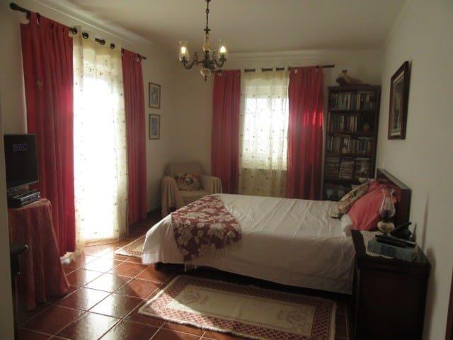 Ensuit room near Fátima - Minde - Casa particular