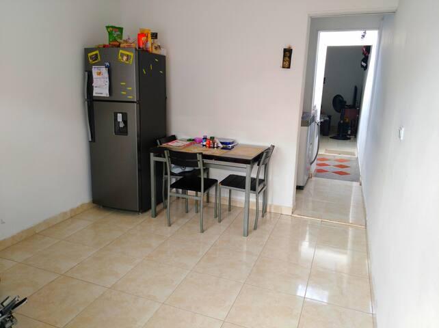 Habitación en apto para compartir TV, WiFi, etc.