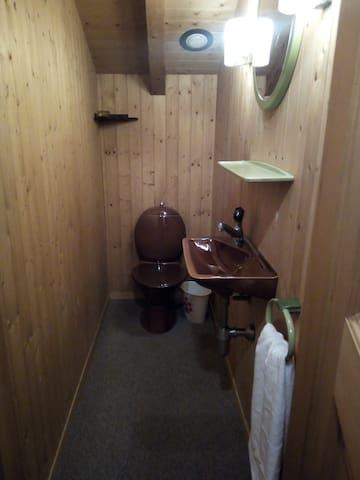 Toilettes sur chaque niveau