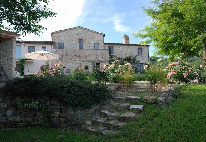 Beautiful flat in a charming country estate, Todi