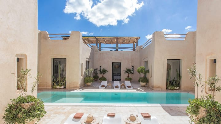 Luxury villa without over view Heated Pool Option