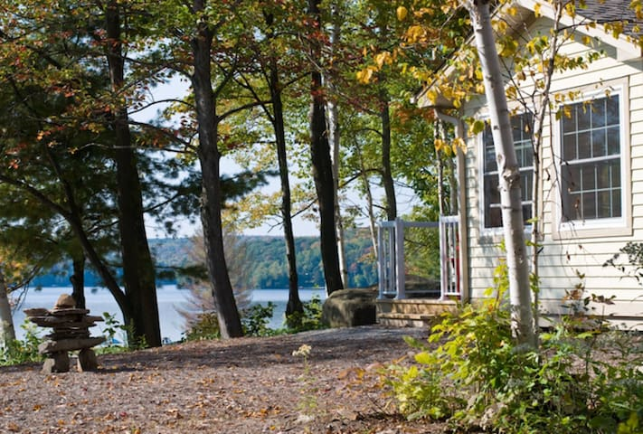 Luxury Waterfront Muskoka Cottage on Lake of Bays