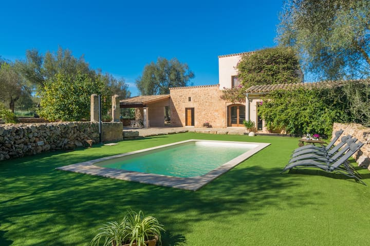 CAN PERE RAPINYA - Authentic Majorcan villa with private pool, located amidst nature and greenery