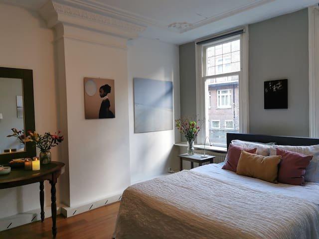 Elegant room in town house in museum quarter