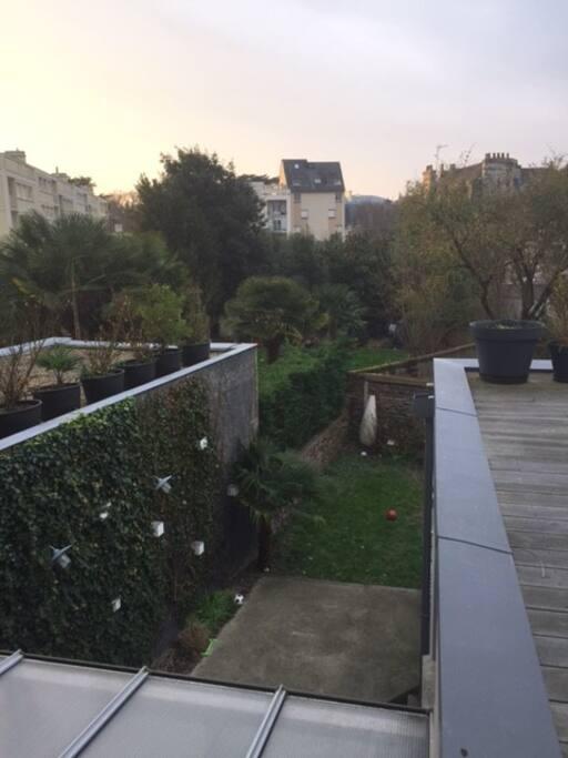 aucun vis-à vis, vue sur les jardins du quartier.