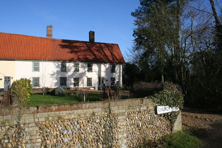 16th century house in the middle of suffolk