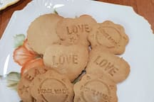 My home made spice biscuits - a treat on arrival after your journey.  Whenever possible,  I put my apron on and bake goodies for my guests  to enjoy on their arrival.